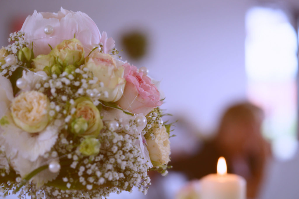 Der Brautstrauß ist nicht nur ein beliebtes Motiv - er ist auch ein Symbol. Und er soll die Liebe weitertragen.