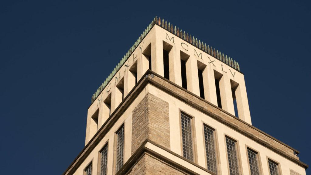 Buchenwald - Turm der Freiheit. - Glockenturm - Inschrift an der Spitze: MCMXLV = 1945